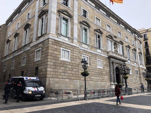 Mossos custodian el Palau de la Generalitat