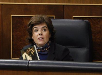 """Sáenz de Santamaría afirma que habrá una subida """"importante"""" de las pensiones de viudedad"""