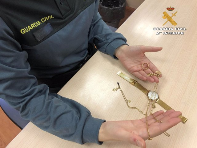 Imagen de algunas de las joyas robadas