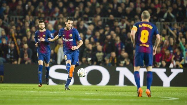 Busquets (Barcelona) con Piqué e Iniesta
