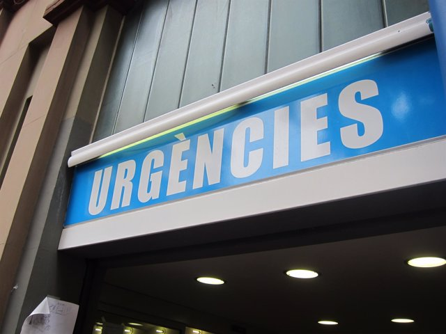 Cartel de urgencias en una foto de archivo