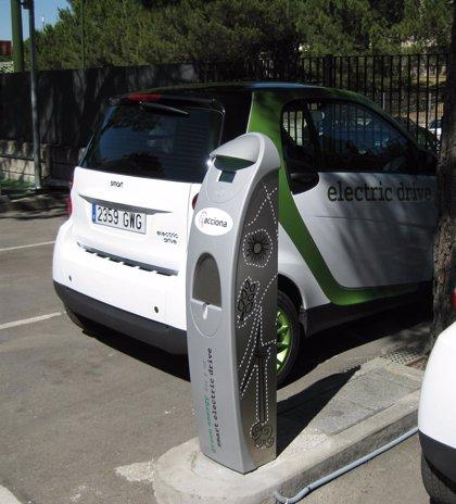 La CNMC pide limitar el papel de las eléctricas en el desarrollo de infraestructuras para el coche eléctrico