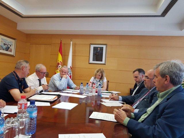 Foto de archivo de reunión afectados derribos con Gobierno de Cantabria