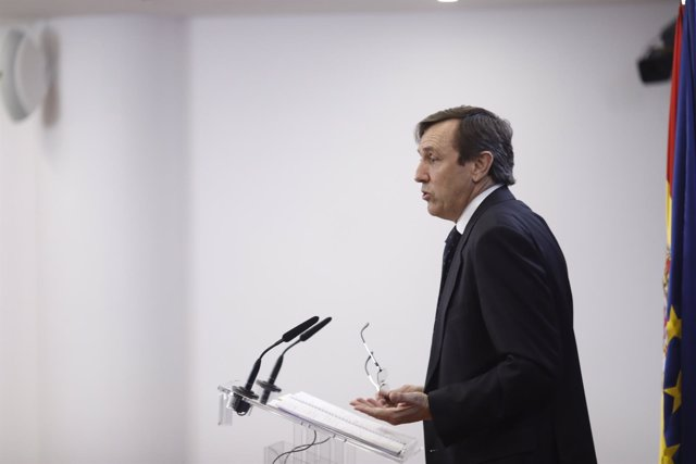 Rueda de prensa de Rafael Hernando en el Congreso