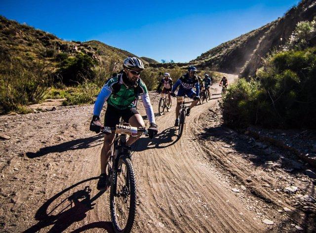 La carrera 'Trail & BTT Tabernas Desert' se celebra este fin de semana.