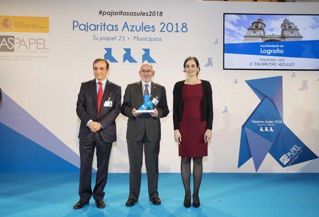 Ruiz Tutor recibe 'Pajarita azúl' en Madrid