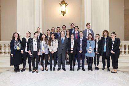 Alumnos del Instituto Camilo José Cela de Pozuelo ganan el concurso 'Generación €uro' del Banco de España
