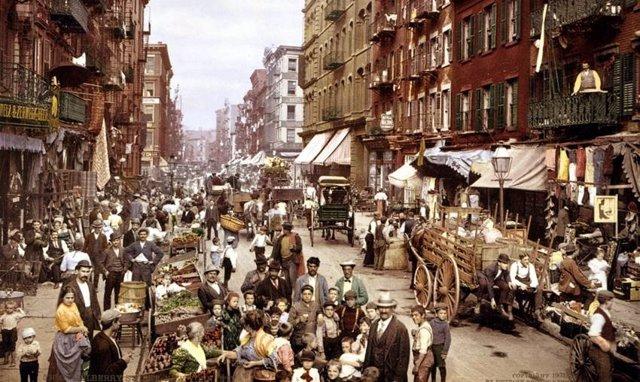 Gueto de inmigrantes de Little Italy, en Nueva York, hacia 1900