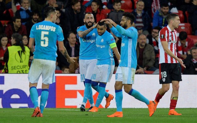 San Mamés despide con pañolada la eliminación del Athletic ante el Olympique
