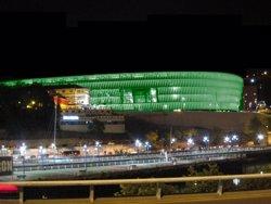 La UEFA obrirà un expedient al Marsella per l'agressió dels seus ultres als vigilants de San Mamés (JON GARCÍA)