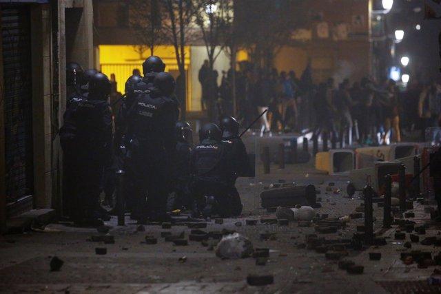 Disturbios en Lavapiés (Madrid) tras la muerte de un mantero