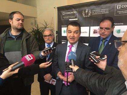 """Martínez Arroyo subraya los """"espectaculares"""" datos de facturación del sector del vino que crece un 18%"""