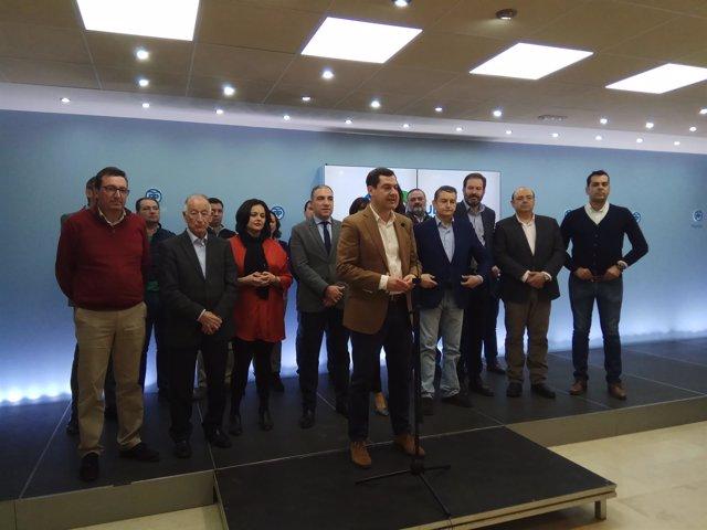 Juanma Moreno en rueda de prensa en Málaga con líderes provinciales PP