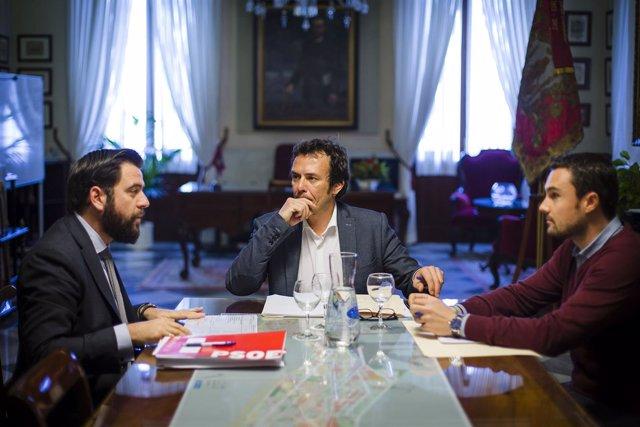 El alcalde de Cádiz reunido con el portavoz del PSOE en el Ayuntamiento