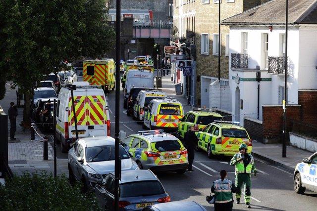 Ambulancias cerca de la estación de metro de de Parsons Green en Londres