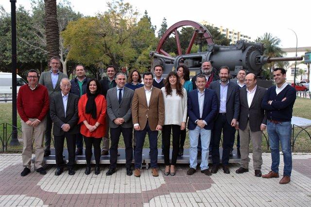 Secretarios generales y presidentes del PP en Andalucía con Juanma Moreno