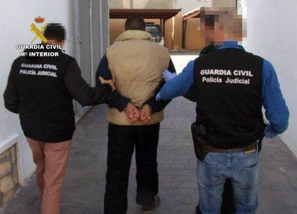 Detenido un experimentado delincuente buscado por la Justicia al dar una identidad falsa a un control policial