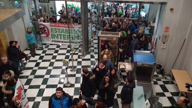 Protesta de docentes interinos en Granada