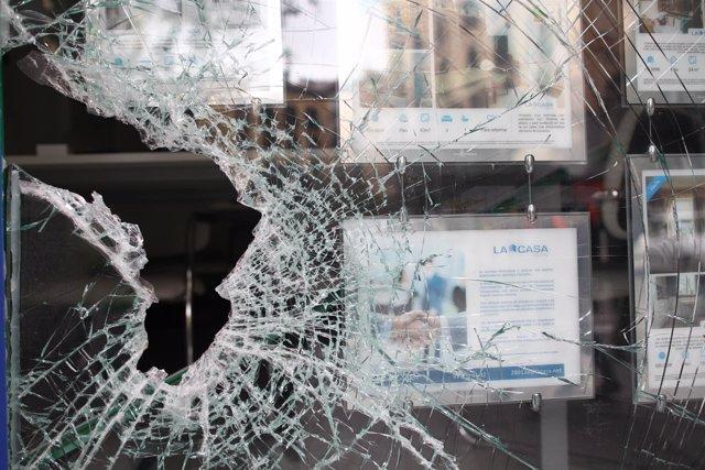 Desperfectos en el barrio de Lavapiés (Madrid) tras los disturbios por la muerte