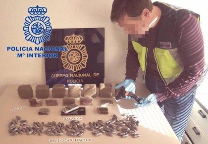 Incautan cinco kilos de hachís en una operación con cinco detenidos en el norte de Alicante