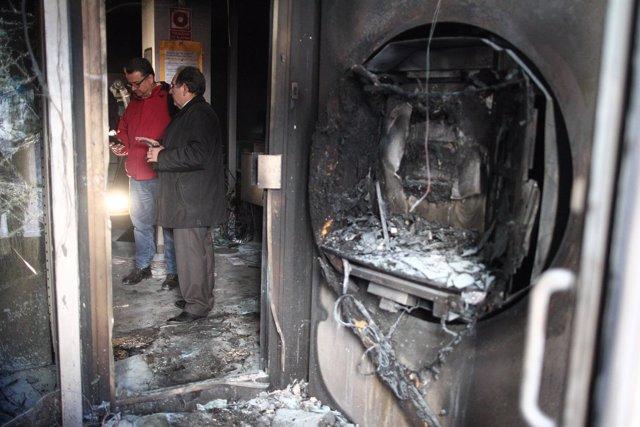 Un cajero destrozado en Lavapiés (Madrid) tras los disturbios