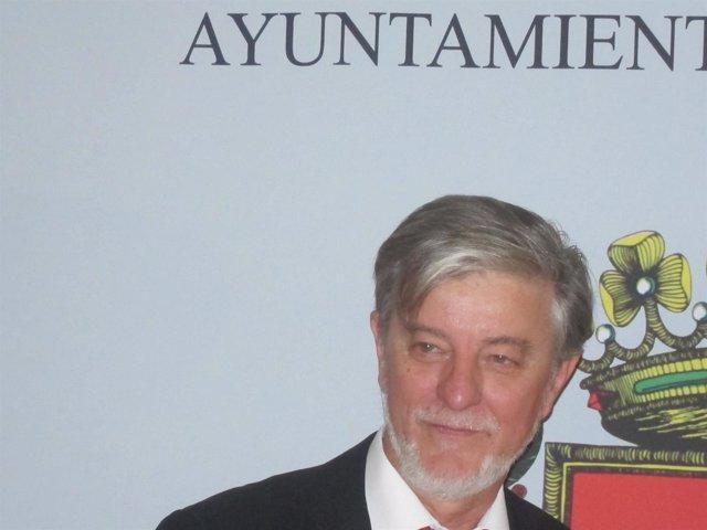 El alcalde de Zaragoza, Pedro Santisteve, de frente