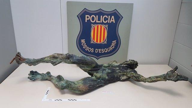 Escultura de bronce recuperada por los Mossos d'Esquadra