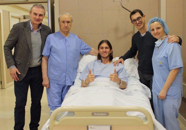 Filipe Luis, intervenido de su fractura de peroné, estará ochos semanas de baja