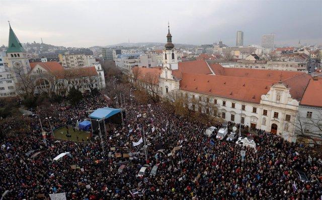 Manifestación en Bratislava para reclamar elecciones anticipadas en Eslovaquia