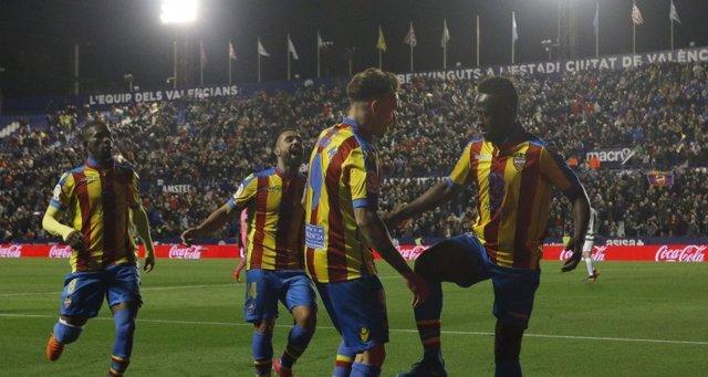 El Levante se aleja del descenso con Paco López