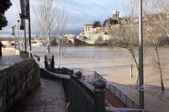 Crecida del Duero a su paso por Zamora (Foto de Archivo)