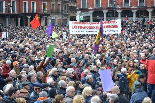Valladolid.- Llegada de la manifestación a la Plaza Mayor (17/3/2018)