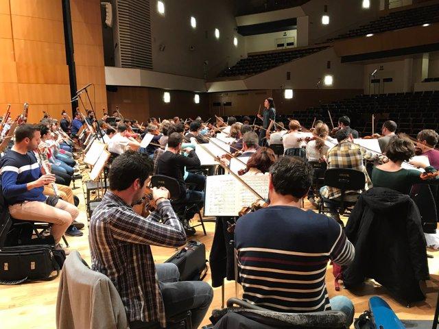 La Orquesta Sinfónica de la Región de Murcia durante un ensayo en el auditorio