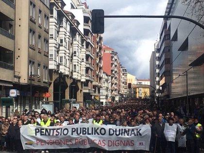 """Miles de personas reclaman en Vitoria unas pensiones públicas """"dignas"""""""