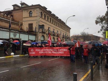 La lluvia no impide que miles de personas reclamen unas pensiones dignas en C-LM