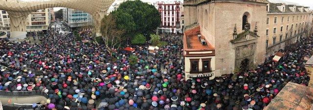 Manifestantes en Sevilla por las pensiones dignas