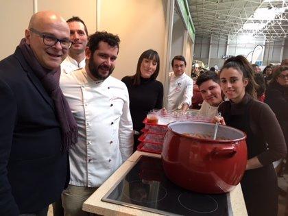 El festival gastronómico 'Las perolas de Jaén' ofrece 2.200 degustaciones en la V Feria de los Pueblos