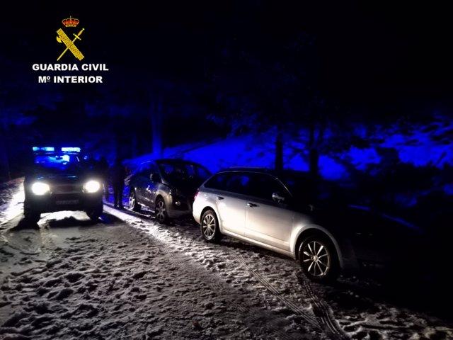 La Guardia Civil Rescata A 11 Personas Aisladas En La Nieve En Plena Noche En El