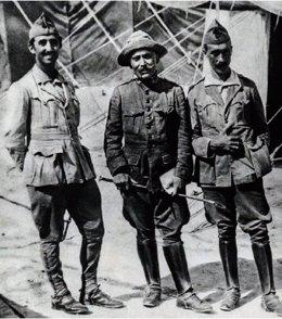 El comandante Fontanés, junto a Francisco Franco (a la izquierda)