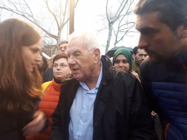 El exconseller de Enseñanza Ernest Maragall en la manifestación de Somescola