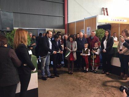 """Gallardo resalta el """"esfuerzo abnegado"""" del sector ganadero por generar riqueza en La Coronada (Badajoz)"""