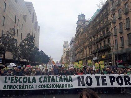 Unas 8.000 personas se manifiestan en Barcelona en defensa del modelo de escuela catalana