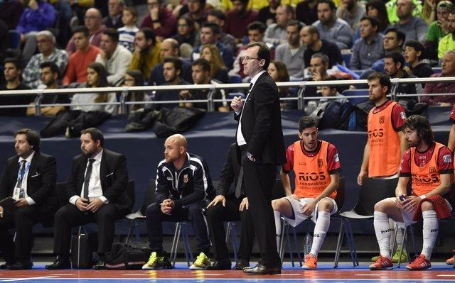 El entrenador de Ríos Renovables Zaragoza, Santi Herrero