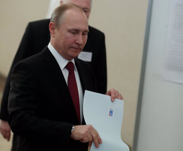 Vladimir Putin vota en las elecciones presidenciales de Rusia 2018