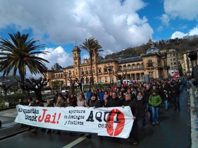 Manifestación contra apertura en festivos en San Sebastián