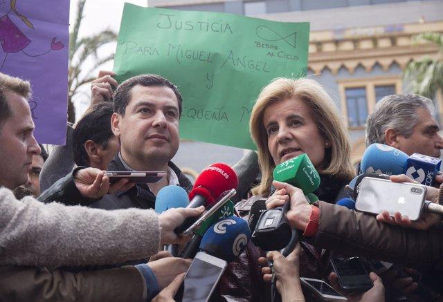 Juanma Moreno en la concentración de Huelva, junto a Fátima Báñez.