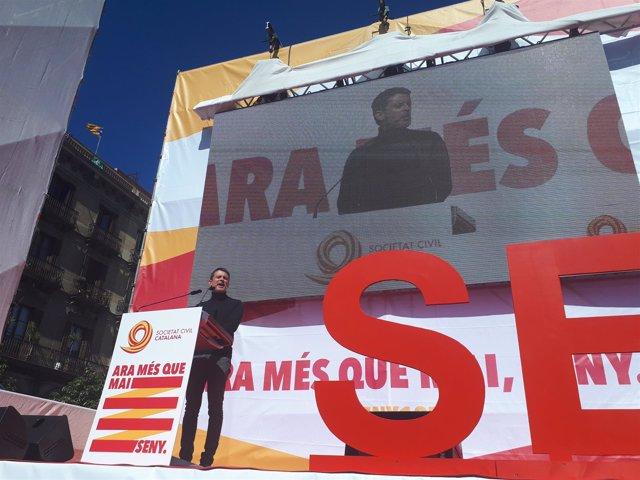 Manuel Valls interviene en la manifestación de SCC