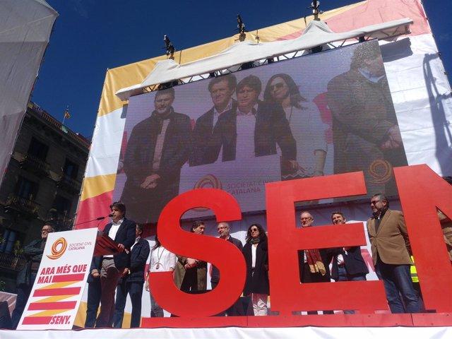 J.Rosiñol, presidente de SCC , se dirige a los manifestantes