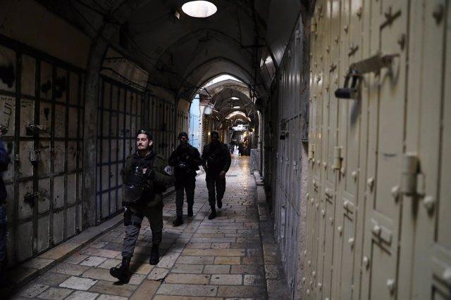 Policía en la ciudad vieja de Jerusalén