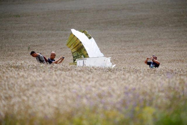 Restos del vuelo MH17 derribado en el este de Ucrania